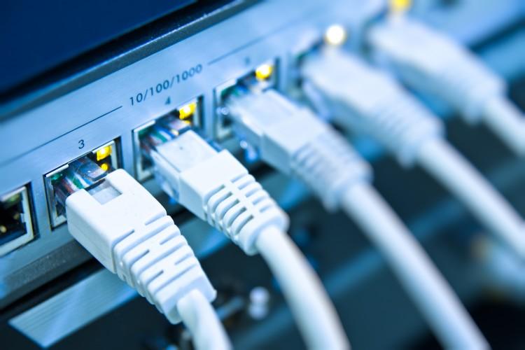 چگونه با کابل اترنت یک لپتاپ را به کامپیوتر متصل کنیم